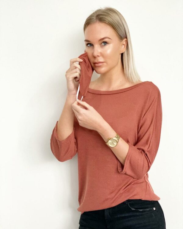 RUST ACTIVE SWEATER